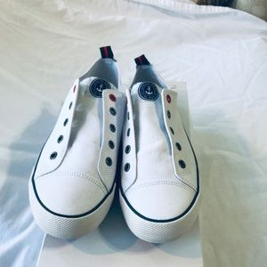 NWT white lace less sneaker
